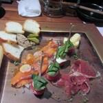 toribudou - 料理は前菜の盛り合わせからスタートです。
