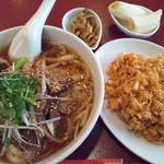 15027492 - 牛モツ刀削麺と半炒飯のセットランチ 680円