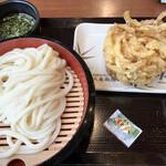 丸亀製麺 - 私は「ざるうどん」と「野菜かき揚げ」に変更です…