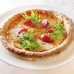 森の中のレストラン こどう - 料理写真:しらすとウド、フルーツトマトのピザ
