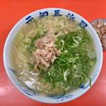 150295859 - 『ラーメン&替肉』しゃん(550円+100円)