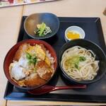 味の民芸 - ヒレカツ丼ランチ(3枚) ¥1030