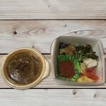 太陽カレー - ご飯にカレーをかけて、このBOXのまま食べることもできちゃいます!(*´∀`)♪