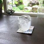 マリーズカフェ - 窓際に座れば、お庭が・・・