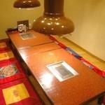 焼肉 白雲台 - テーブル席、座敷に個室も有ります。