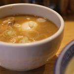 銀座 いし井 - 国産豚骨、比内地鶏をベースとした動物魚介系スープ