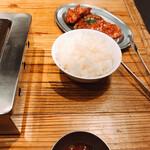 大阪焼肉・ホルモン ふたご - ご飯と肉