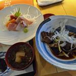 ゆうじん - 煮魚(メバル)到着 味噌汁にも魚の切り身が