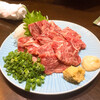三酉屋 - 料理写真:馬刺し858円