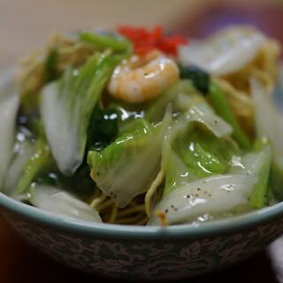 一品香 - 料理写真:海老揚げ焼きそば(¥730税込み)スープつきます