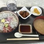 鈴 - 料理写真:あじ刺しらすマグロなかおち丼