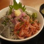 たんぱく大国 - 地魚の三色丼