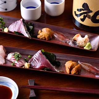 まずは刺身盛り合わせ。その日のいい魚を5種盛りでご提供
