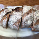 breadworks - クランベリーとピスタチオ(焼きたて)600円(税込)