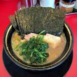 熊田家 - ラーメン700円麺硬め。海苔増し100円。