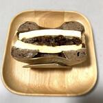 ベーグル&スコーン デザインケイ - ベーグルに挟まれたラムレーズンクリームチーズ!優勝です♡