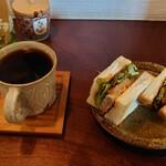 喫茶エントワ - 料理写真:●ホットコーヒー 500円 ●カツサンドハーフ 450円