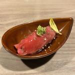 Kakuregakoshitsuizakayakakurebou - ・お通しの肉寿司