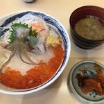 一花亭たびじ - 活きいか踊り丼(2,080円)