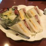 ル プルミエ カフェ - たまごとベーコンのサンドウィッチ