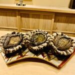 150358132 - ◎旬の食材の黒鮑(淡路島産)。