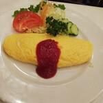 レストラン桂 - 綺麗な焼き上がりのオムレツ。