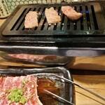 あか牛焼肉専門 和牛一頭流 肉萬 - 赤牛