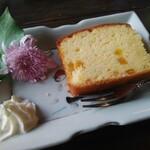 ギャラリーアンドカフェ 草画房 - 夏みかんのパウンドケーキ 450円