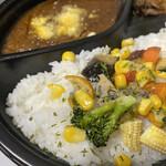 マダム・カリー - カラフルなお野菜がたっぷり入った人気NO.1のキーマカレー♡