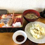 かねまつ食堂 - 料理写真:ボタンエビ入り海鮮重 カキの天ぷら付き