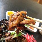 脇田屋 - 薄切りカルビも濃いめの味付けで、こちらもご飯が進みます。2種類も入っているので味・食感の違いが楽しめてイイですなぁ。
