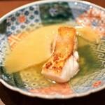 150393638 - 山口県萩産のぐじ すっぽんのお出汁で炊きあげたヨシキリザメのフカヒレ