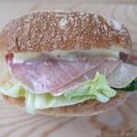 ブーランジェリー ラ・ウフ - 料理写真:生ハムと野菜(¥388)