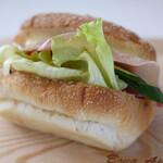 ブーランジェリー ラ・ウフ - 生ハムと野菜(¥388)