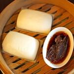中国菜 智林 - 熟成生ハムの金木犀蒸し 蒸しパン添え