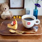 agaro - 料理写真:自家製チーズケーキ、オリジナルブレンドコーヒー