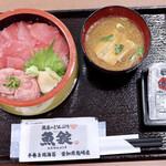 魚屋のどんぶり 魚錠 - 料理写真:まぐろ2色丼