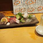 魚屋ひでぞう - お造り盛り合わせ7種 & 冷酒(大信州 辛口純米)