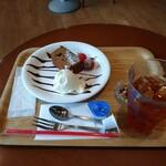 セイコー珈琲直営カフェ - 料理写真:羅漢果ケーキセット