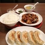中華料理 華景園 - 見てよ餃子の大きさ! 遠近法?