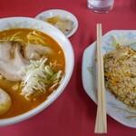 天龍 - 担々麺+半チャーハンセット、¥900。