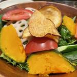 京の焼肉処 弘 - 10種の彩りサラダ
