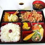 チロル - 料理写真:日替り幕の内弁当