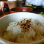 おでん惣菜 如月 - 麦入りのご飯は美味しくてお代わりしちゃった!