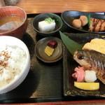 おでん惣菜 如月 - ¥780の定食である。これはお値打ち~~