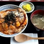 いこい - 料理写真:カツ丼定食(850円也) 定食というより普通のカツ丼でした‥(^-^;