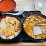 更科分店 - 料理写真:更科 分店@東塩釜 カツ丼定食・ラーメン(900円)