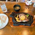 あんとれ - 料理写真:あんとれ@袋井 ステーキランチ(1100円)