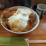 とんかつ 燕楽 - 料理写真:カツ丼。 池上よりカツがデカイような? てか デカイ。
