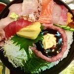 五郎鮨 - パワー丼¥1,200 見た目だけでだいぶパンチあります…